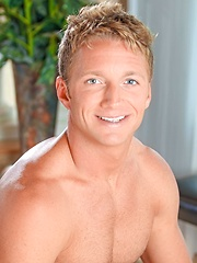 Blond stud Kody Slater shows his tight ass